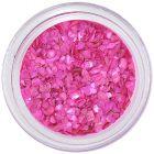 Ružové úlomky nepravidelného tvaru