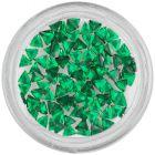 Smaragdovo zelené kamienky na nechty - trojuholník