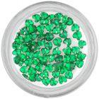 Smaragdovo zelené ozdoby na nechty - kamienky, srdiečka