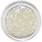 Svetložlté srdiečka na zdobenie nechtov, perleť